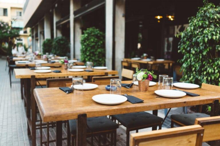 Karnbachs Restaurant Tische Aussenbereich